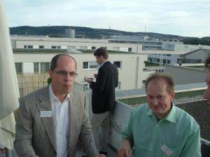 Sonniges Networken bei der Einweihung des neuen Headquarters Stuttgarter Fernsehturm